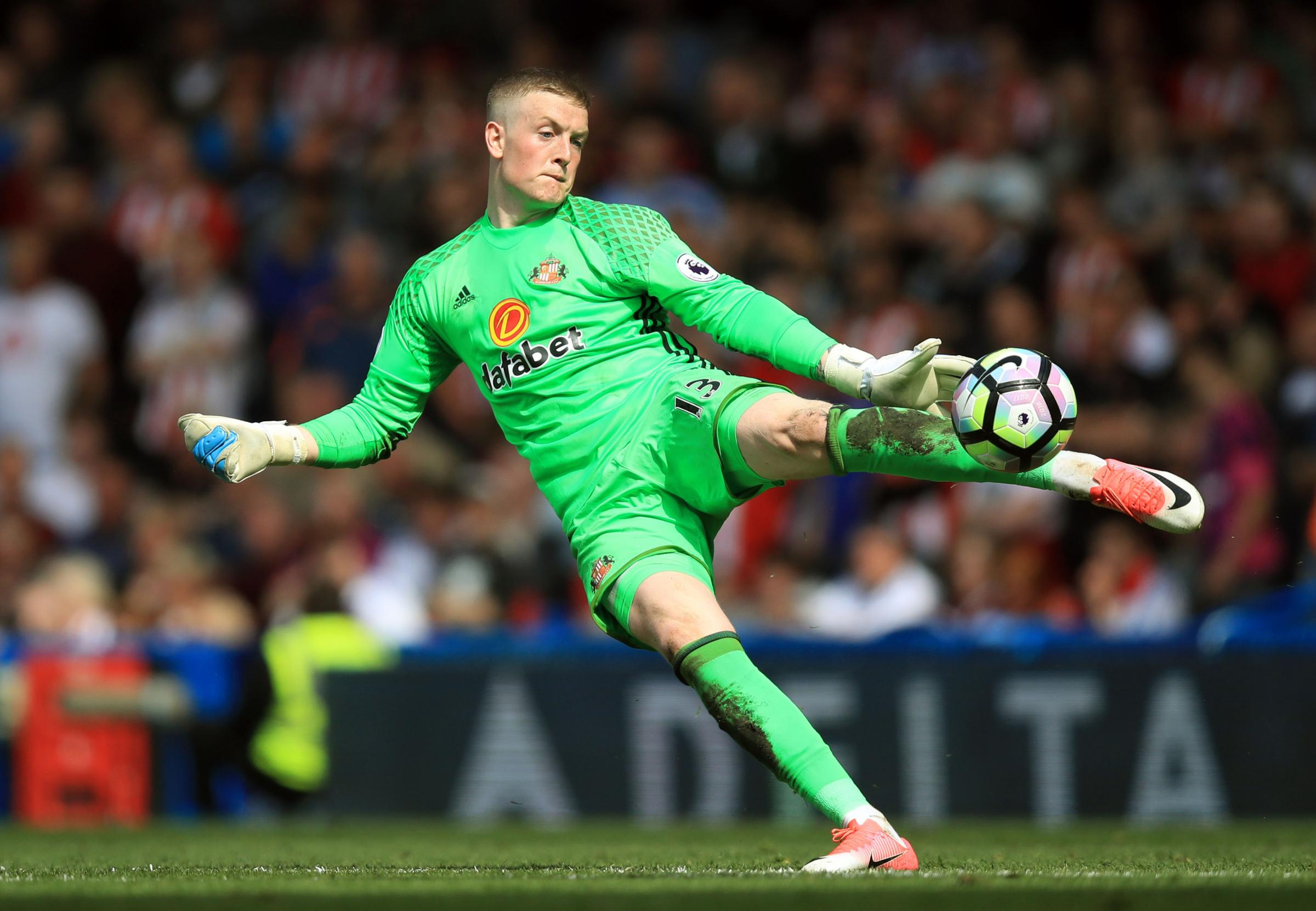 Everton agree fee to buy Sunderland keeper Pickford, report says